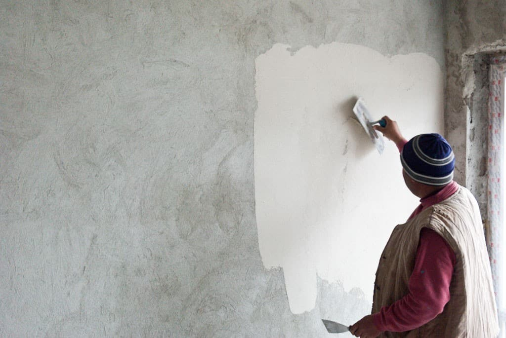 How-to-plaster-a-brick-wall-2