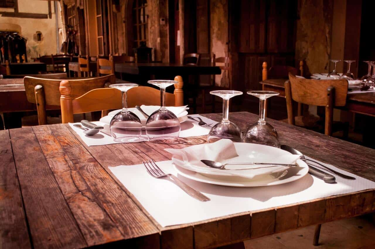 Restaurant fine dining table